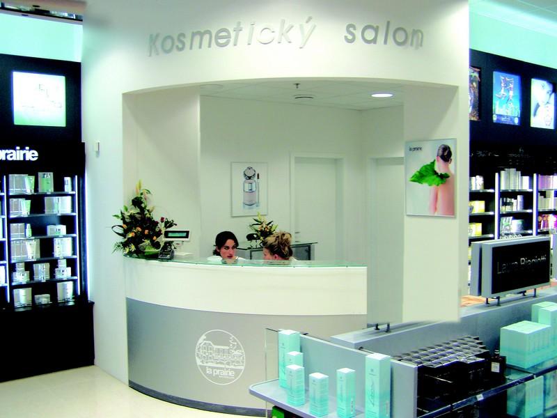 6494585fce Ani moravská metropole nemusela na svoji samoobslužnou parfumerii dlouho  čekat. V roce 2004 jsme ji otevřeli v brněnském OD Centrum na Kobližné a o  kousek ...